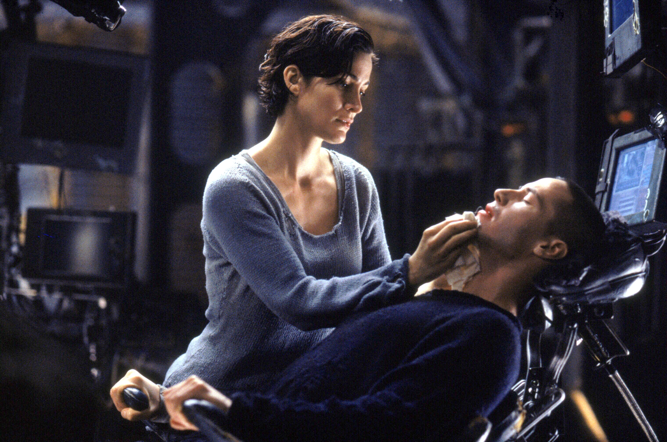 THE MATRIX, Carrie-Anne Moss, Keanu Reeves, 1999. (c) Warner Bros./ Courtesy: Everett Collection.