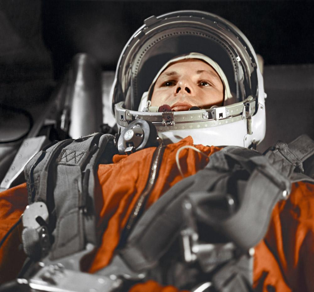 """163250 12.04.1961 Юрий Гагарин в кабине космического корабля """"Восток"""" перед полётом в космос 12 апреля 1961 года. РИА Новости/РИА Новости"""